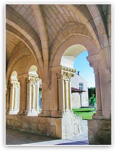 Abbaye Trizay cloître